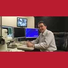 Gilles L'Espérance, professeur titulaire au Département de mathématiques et de génie industriel et directeur du Centre de caractérisation microscopique des matériaux de Polytechnique Montréal.