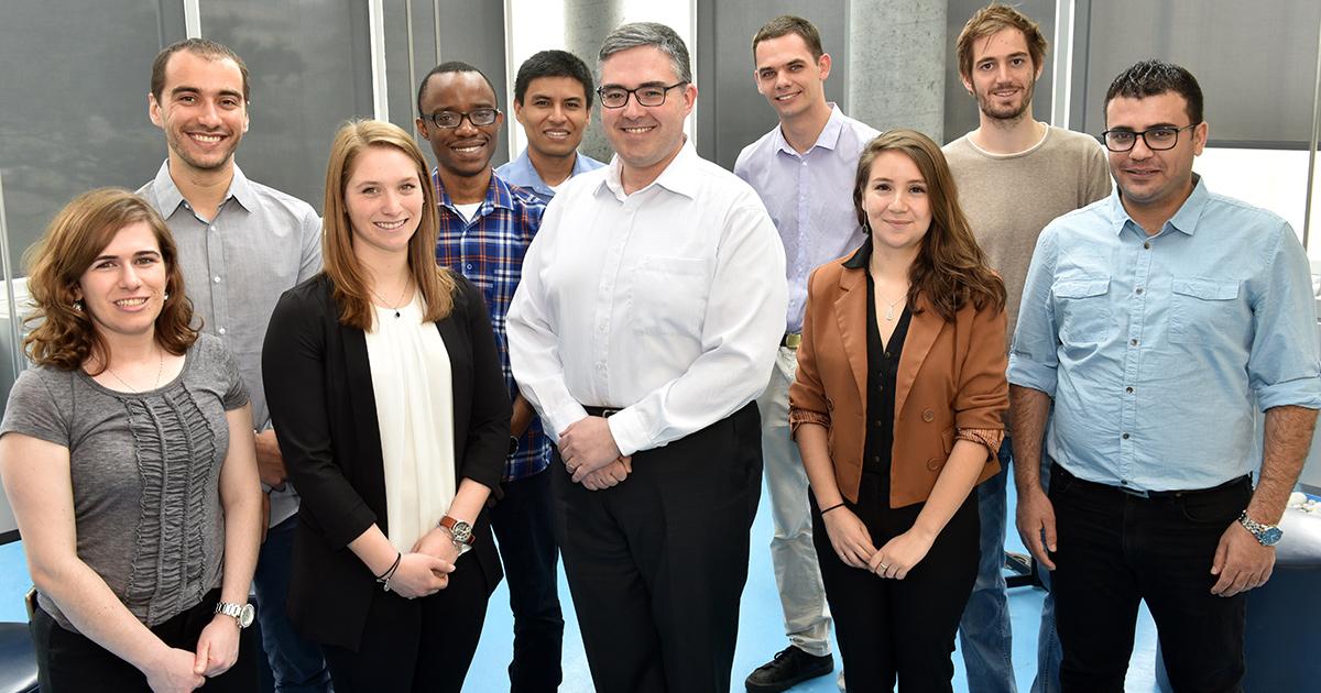 Miguel Anjos et des étudiants de Polytechnique Montréal.