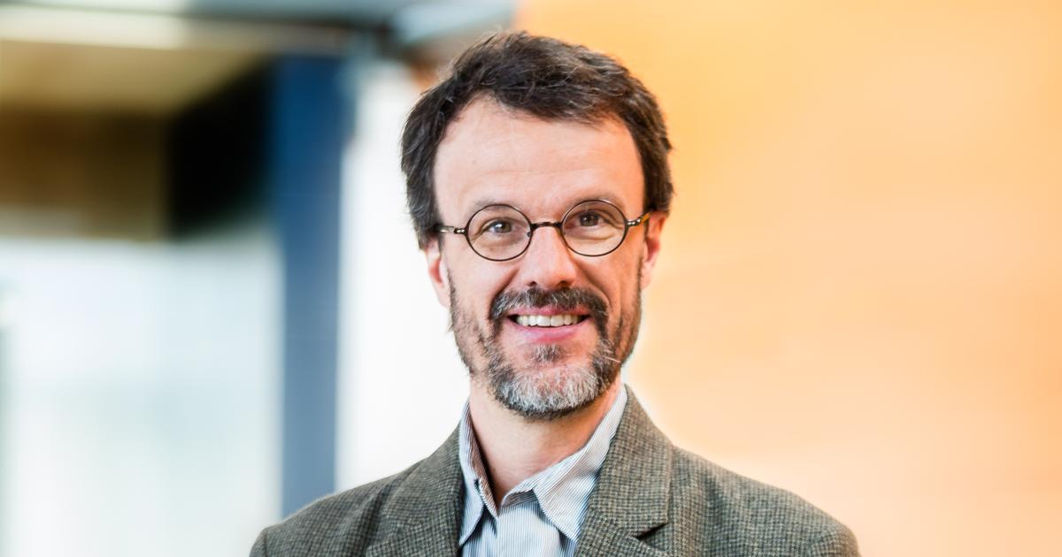 Nicolas Godbout, professeur titulaire au Département de génie physique.