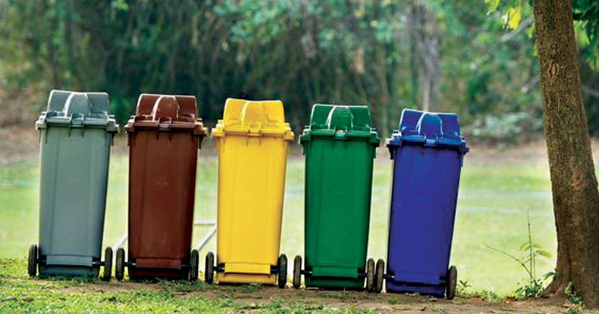 Bacs de recyclage et poubelles