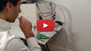 L'équipe formée en partie d'étudiants de Polytechnique a créé une vidéo remise aux juges du Défi Respirateur Code Vie pour démontrer comment fonctionne leur respirateur artificiel.