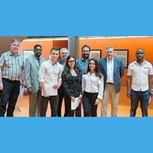 Les gagnants de prix et le jury de l'édition de l'été 2017 du cours ELE3000 à Polytechnique Montréal.