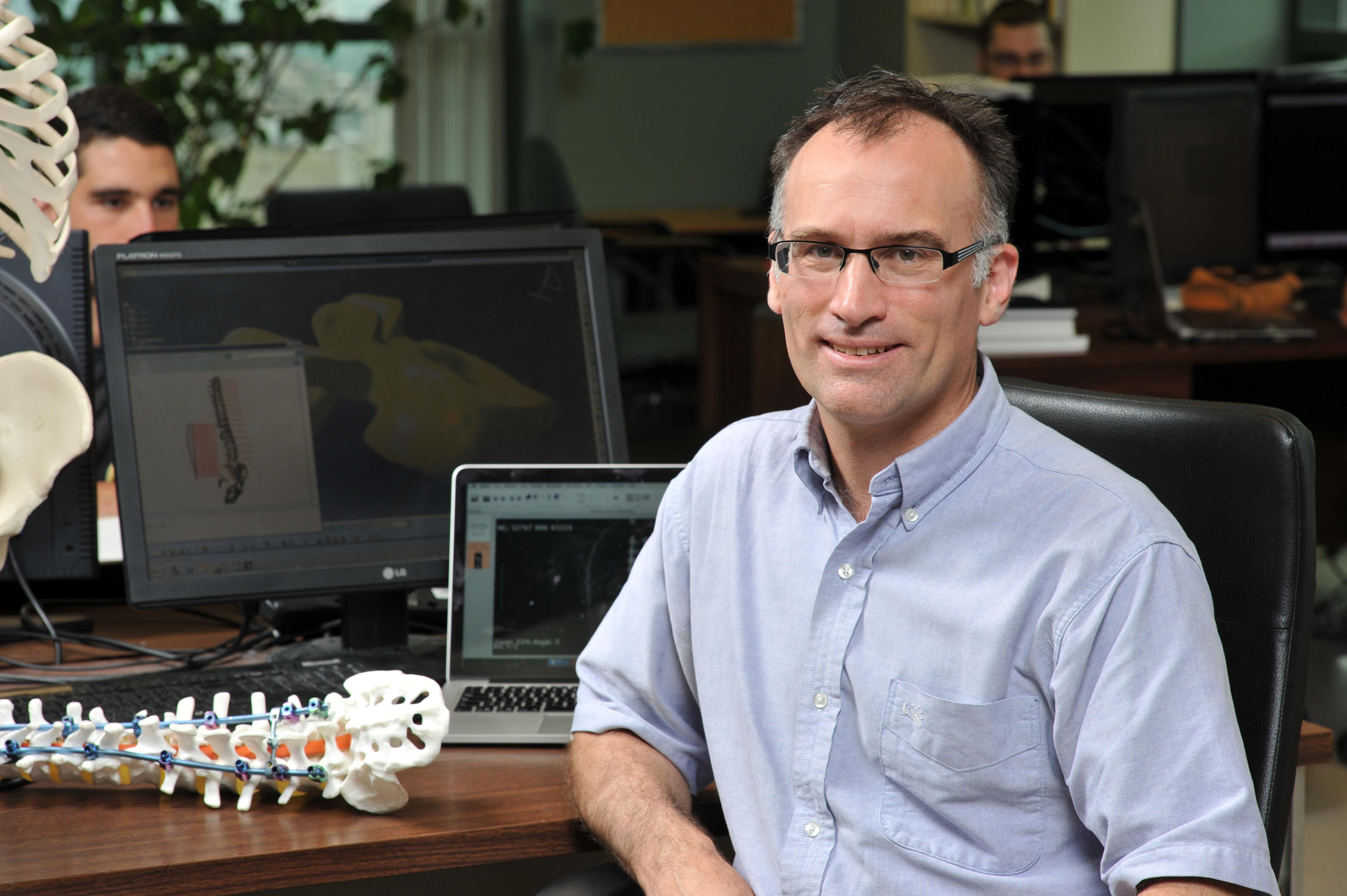 Le professeur Carl-Éric Aubin