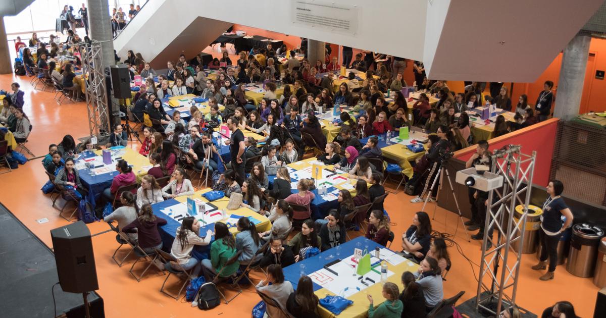 Des participantes à l'événement Les filles et les sciences, un duo électrisant! 2018 à Polytechnique Montréal