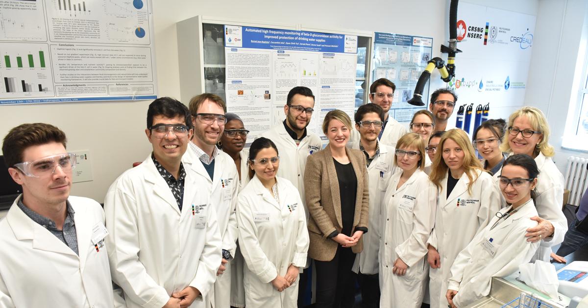 Mélanie Joly et des étudiants chercheurs de Polytechnique Montréal