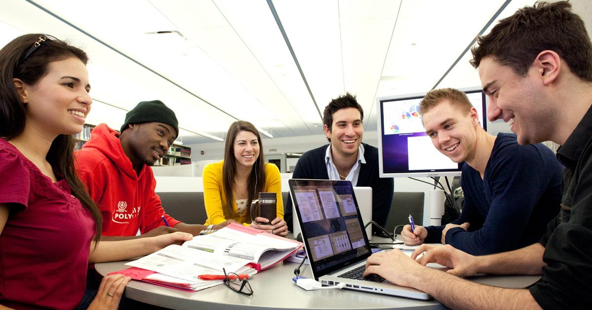 Des étudiants à Polytechnique Montréal