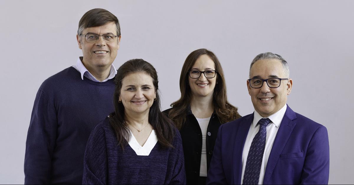 De gauche à droite : Le professeur titulaire Frédéric Cuppens, les professeures titulaires Nora Boulahia Cuppens et Gabriela Nicolescu et le professeur titulaire José Fernandez, du Département de génie informatique et génie logiciel.