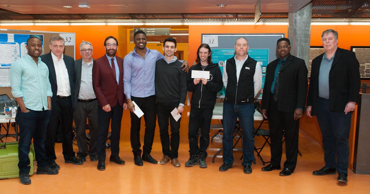 Les gagnants de prix du groupe 2 et le jury de l'édition de l'hiver 2018 du cours ELE3000 à Polytechnique Montréal.