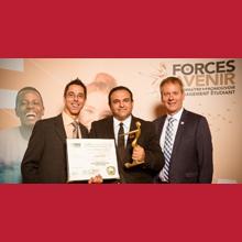 Mohamed Khalil et des représentants de l'ACEE du Québec lors du gala universitaire Forces AVENIR 2017.