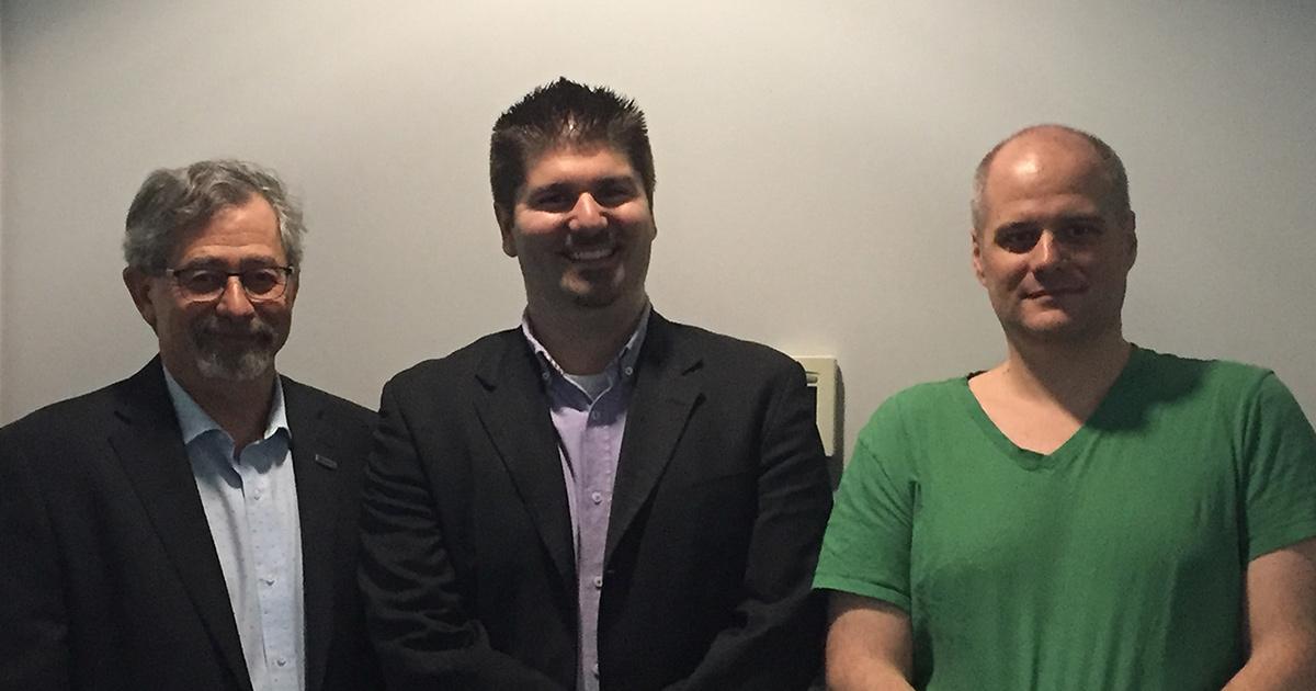 De gauche à droite : Richard Hurteau, directeur de l'administration de Polytechnique Montréal; Jason Robert Tavares professeur agrégé et responsable du comité en santé et sécurité du Département de génie chimique de Polytechnique Montréal; Vincent Darras,
