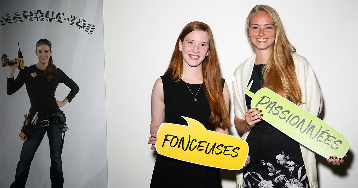 Les étudiantes Jacinthe Pelletier et Marie-Eve Richard, de Polytechnique Montréal, ont remporté un prix lors du volet «Excelle Science» du concours «Chapeau, les filles!» (Crédit photo: Brigitte Thériault)