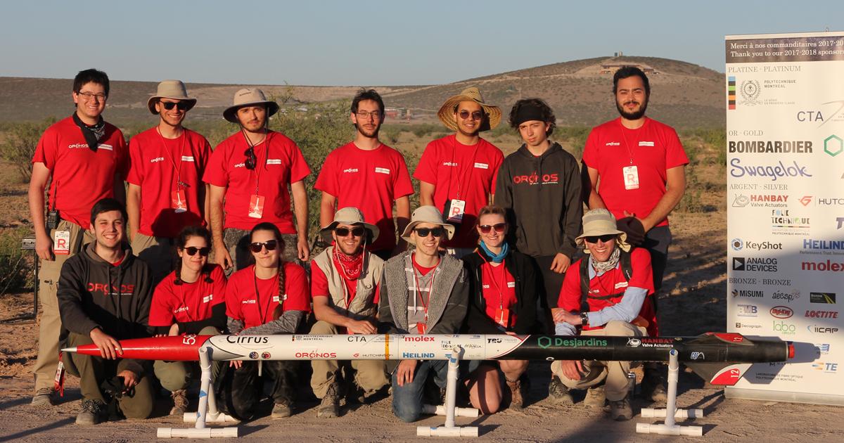 La délégation de la société technique Oronos, avec la fusée Cirrus, sur le site de l'édition 2018 de la compétition Spaceport America Cup, dans le désert du Nouveau-Mexique.