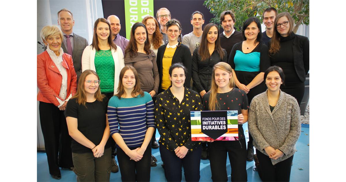 Les représentants des équipes des projets retenus par le Fonds pour des initiatives durables