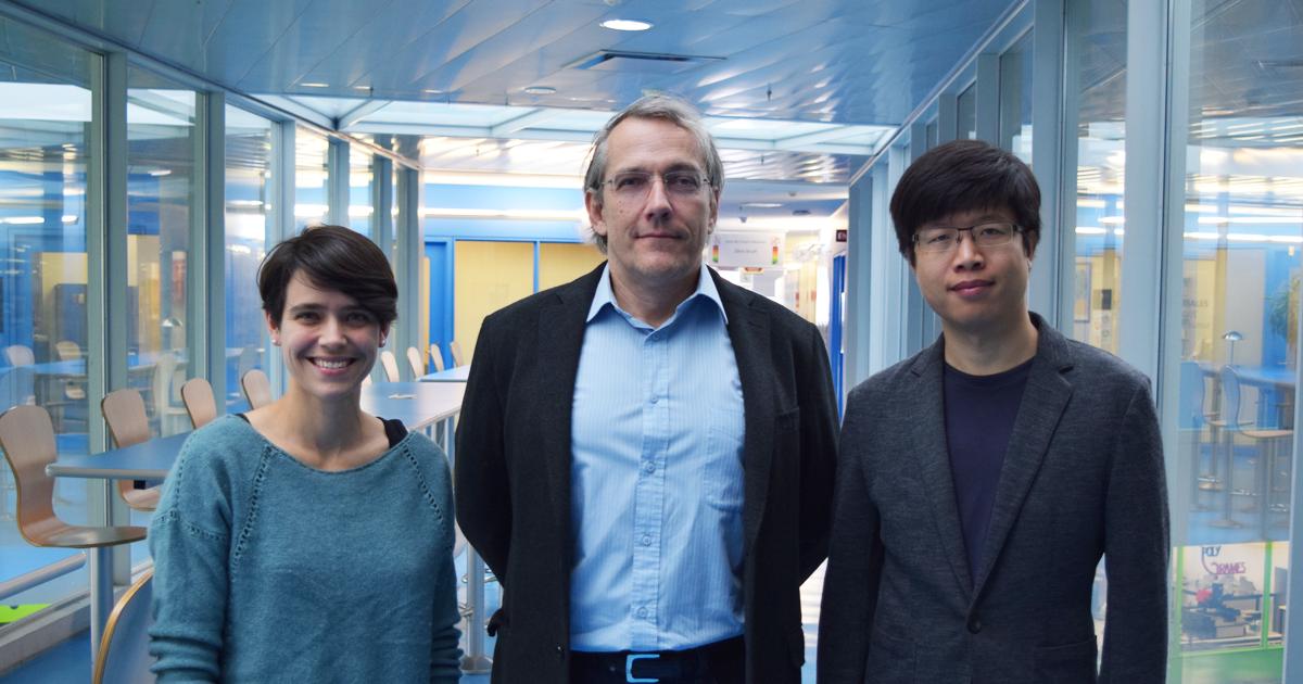 La doctorante Zoé-Lise Deck-Léger, le professeur Christophe Caloz et le doctorant Xiaoyi Wang.