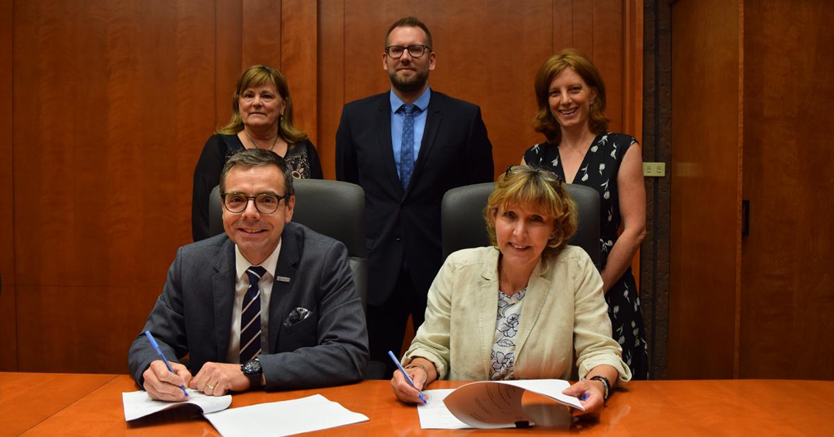 Signature du renouvellement du protocole entre Polytechnique Montréal et l'ACPEP, le 16 juillet 2019.