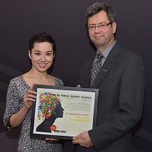 Le professeur Sylvain Martel et son équipe du Laboratoire de nanorobotique de Polytechnique Montréal reçoivent le Prix du public Québec Science Découverte de l'année 2016