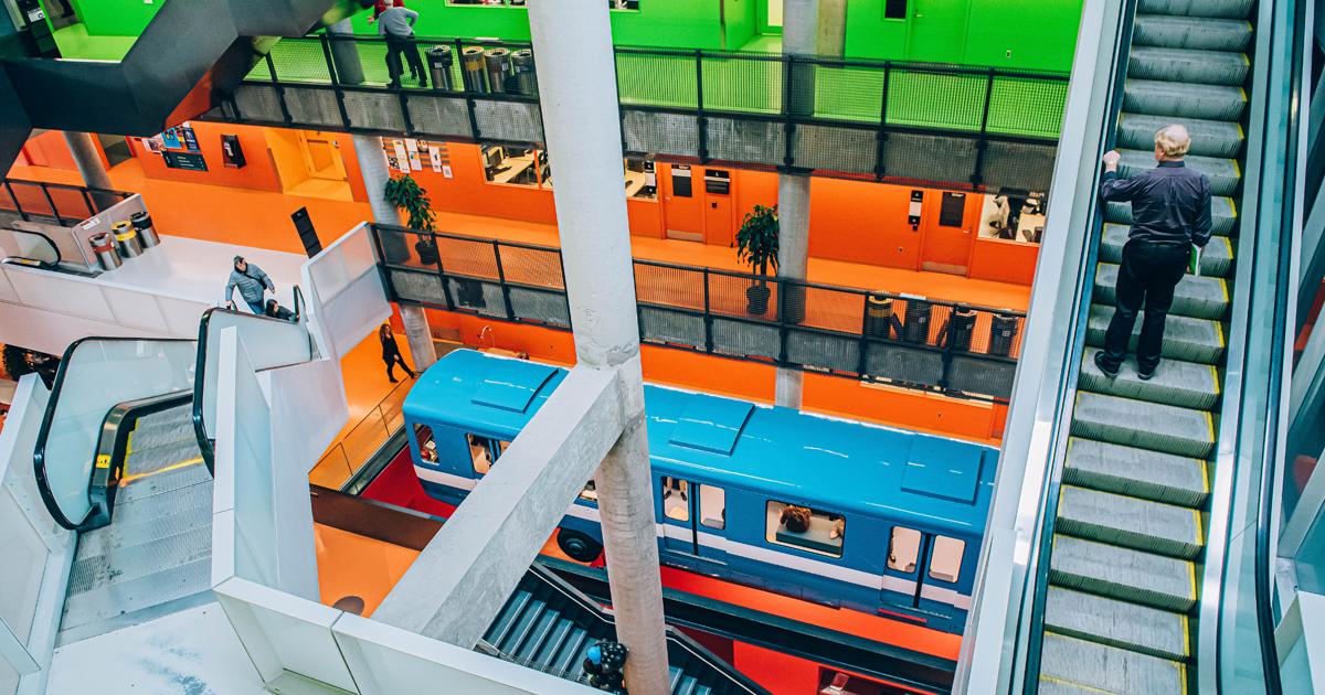 La Station Polytechnique-Alstom, dans l'Atrium Lorne-M.-Trottier des pavillons Lassonde de Polytechnique Montréal. (Photo : Caroline Perron Photographies)