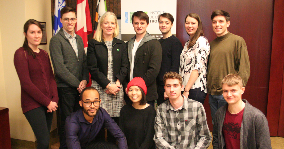 The Honourable Catherine McKenna, Minister of Environment and Climate Change, with Polytechnique Montréal undergraduate students in Mechanical Engineering, HEC Montréal students, and Université de Montréal students.