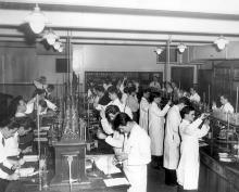Laboratoire de chimie, 1948