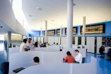 Espace de travail à la bibliothèque, 9,7 Mo, format JPEG, © Productions punch inc.