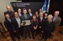 Le professeur Sylvain Martel et les membres de son équipe présents lors de la remise du Prix du public Québec Science...